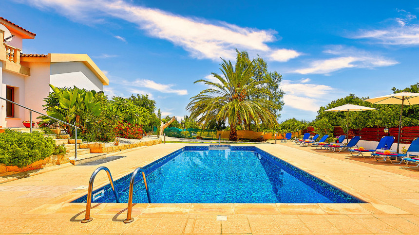16-9-Cyprus_holiday_let_photography_slideshow_uncropped-0008