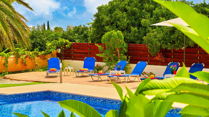 16-9-Cyprus_holiday_let_photography_slideshow_uncropped-0011
