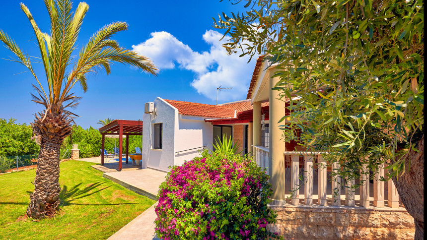 16-9-Cyprus_holiday_let_photography_slideshow_uncropped-0027