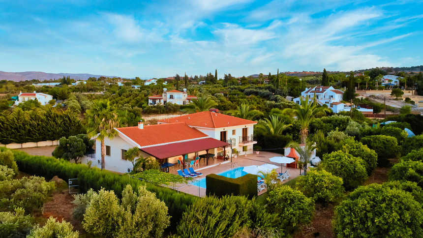 16-9-Cyprus_holiday_let_photography_slideshow_uncropped-0029