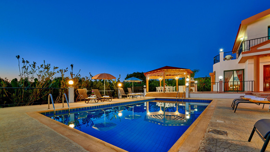 16-9-Cyprus_holiday_let_photography_slideshow_uncropped-0044