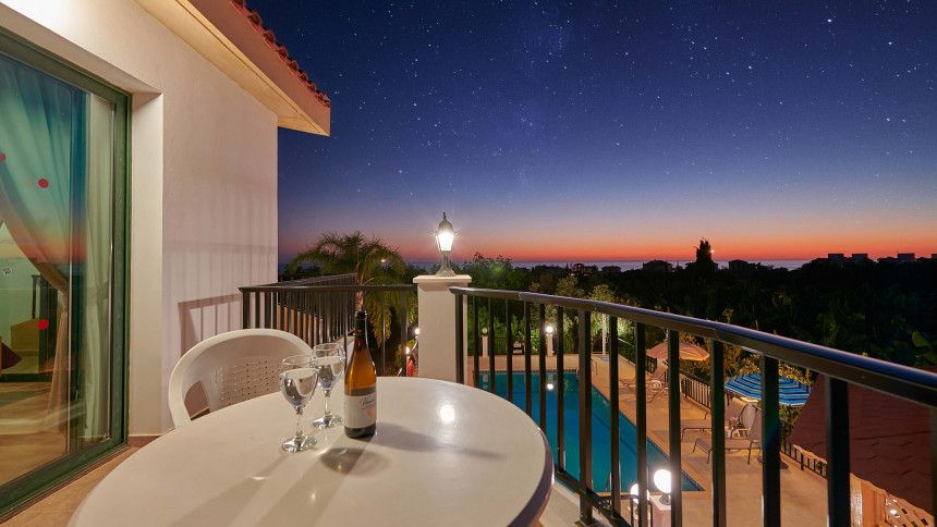 16-9-Cyprus_holiday_let_photography_slideshow_uncropped-0045